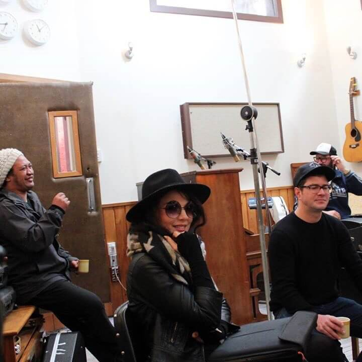 rt-flymyprettiesnz-string-theory-writing-session-at-the-surgery-wellington-no-words-to-describe-this-amazing-bunch-of-songwriters-http